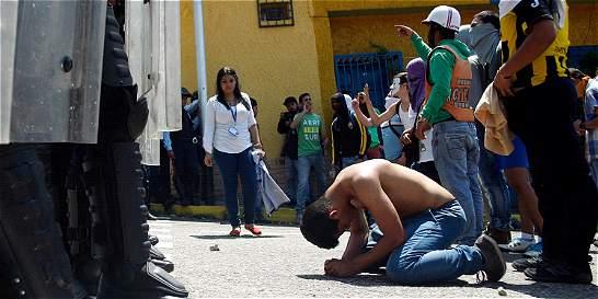 Imputan a policía que mató a estudiante en protesta en Venezuela
