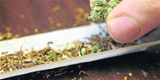 Ley permite fumar marihuana públicamente en Jamaica... sin excesos