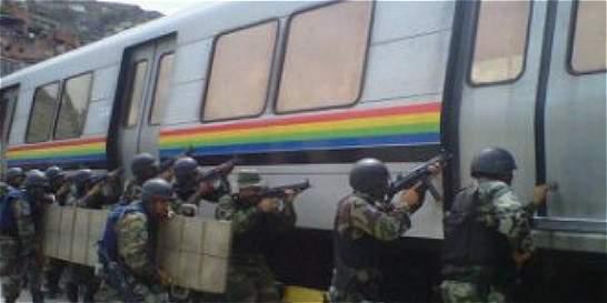 'Policías venezolanos pueden ser homosexuales si lo esconden'