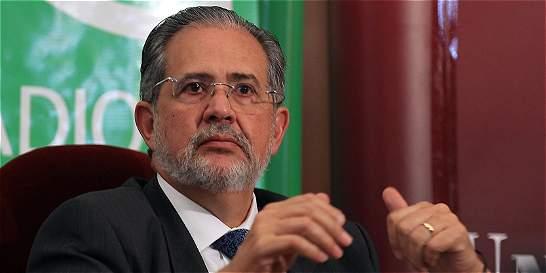 'Si El Nacional tiene que salir en una hoja, lo haremos'