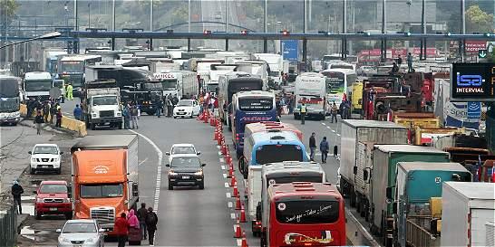Se mantiene protesta de camioneros en Chile por aumento de violencia