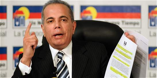 El inexplicable regreso a Venezuela del opositor Manuel Rosales