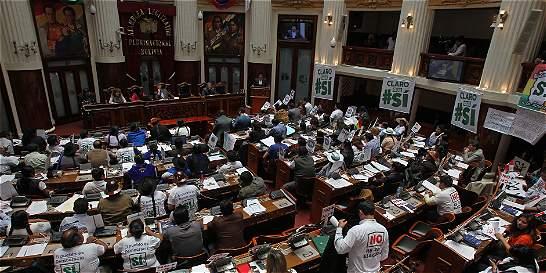 El Congreso boliviano aprueba referendo para reelección de Evo Morales