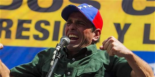 Capriles pide a Nicolás Maduro explicar video con presos disparando