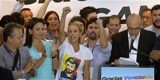 Oposición venezolana alcanza 107 escaños; chavismo 55