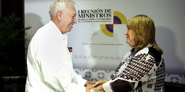 Encuentro entre el ministro español de Exteriores, José Manuel García-Margallo (i), y su homóloga argentina, Susana Malcorra.
