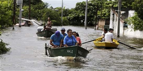 Crece número de evacuados por inundaciones en el Cono Sur