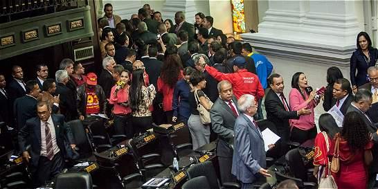 Confrontación de poderes en Venezuela, con consecuencias impredecibles