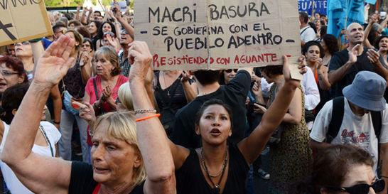 Macri cumple primer mes entre decretos y tensión en Argentina