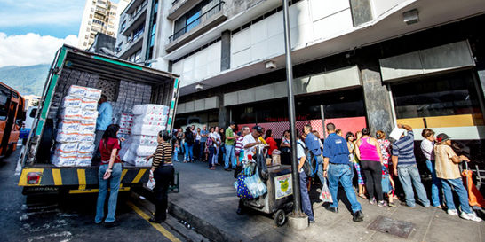 Autoridades venezolanas se reúnen ante emergencia económica