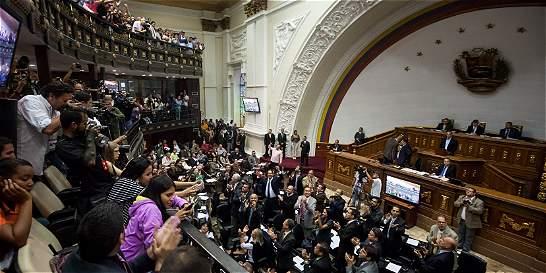 Asamblea venezolana analiza decretos de emergencia económica