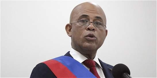 Haití queda sin presidente tras entrega del cargo de Martelly