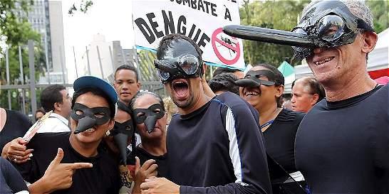 A pesar del zika, entre samba y repelente continúa el Carnaval de Río