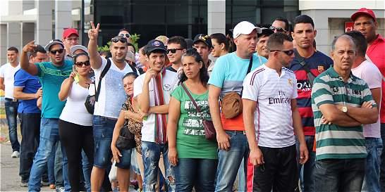 Parten dos vuelos con 236 cubanos desde Costa Rica hacia México