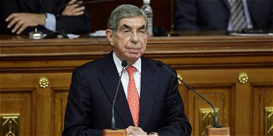 'Dogma principal del chavismo es quedarse en el poder': Óscar Arias