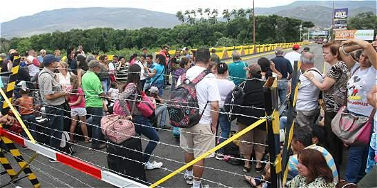 Venezuela estudia abrir pasos de frontera con Colombia