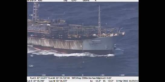 Argentina hunde un buque chino que pescaba en una zona ilegal