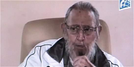Con voz ronca pero con buen aspecto reaparece Fidel Castro