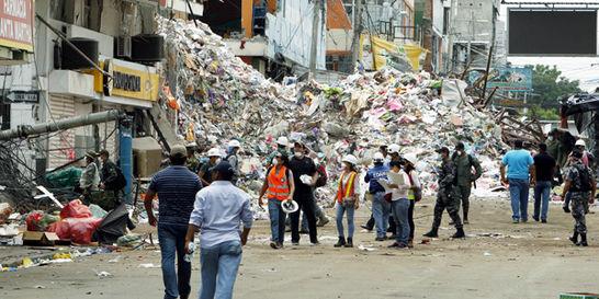 Sigue creciendo número de muertos y heridos tras terremoto en Ecuador