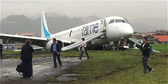Dos heridos al perder pista un avión con 87 pasajeros en Ecuador