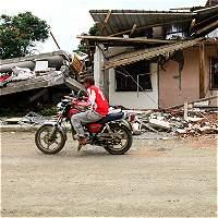 Adulto mayor es rescatado 13 días después del terremoto en Ecuador