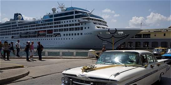 Entre alegría y llanto, cubanos recibieron al primer crucero de Miami