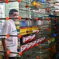 Farmacias venezolanas buscan sobrevivir a la escasez de medicamentos