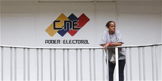 Poder electoral venezolano aplaza sesión con oposición sobre referendo