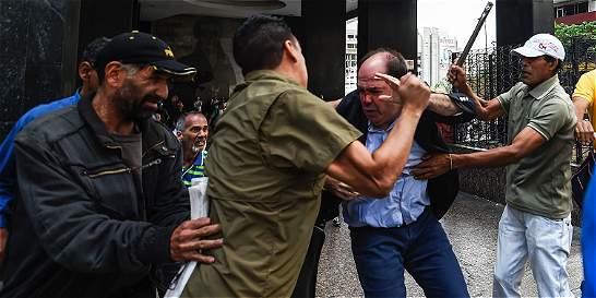 Tras protestas, CNE fija fecha para validar firmas del revocatorio