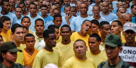 Maduro saca presos a la calle a protestar contra revocatorio