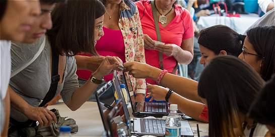 Arrancó ratificación de firmas contra Maduro en Venezuela