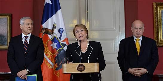 Bachelet: Nada obliga a Chile a negociar salida al mar con Bolivia