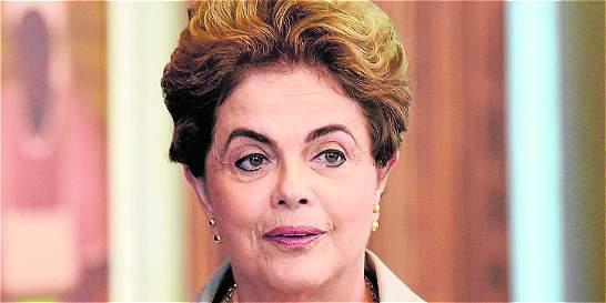 Senado de Brasil sigue decidiendo sobre el futuro político de Rousseff