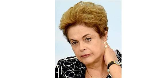 Comisión da el sí a juicio político contra Dilma Rousseff