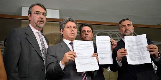 Partido de Rousseff pide medidas cautelares por proceso de destitución