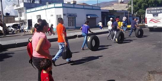 san antonio del tachira latino personals Venezuela's deepening crisis triggers mass migration  venezuela's deepening crisis triggers mass migration into colombia  colombia over the simón bolívar bridge in san antonio del.