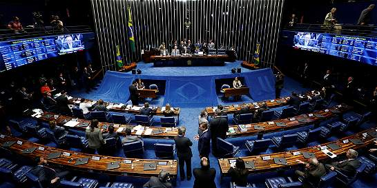 Senado de Brasil abre juicio político contra Dilma Rousseff