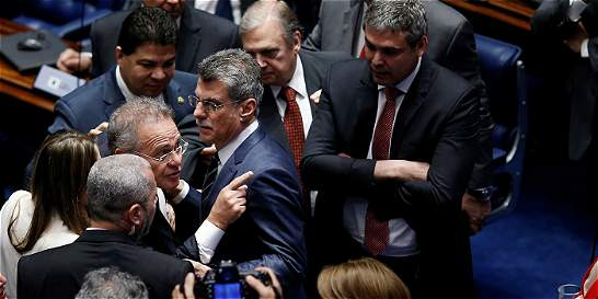 Reloj no da marcha atrás para la suspendida presidenta Rousseff