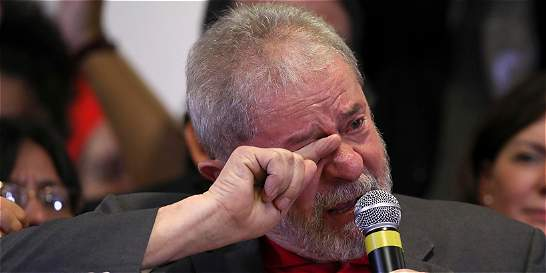 En medio del llanto, Lula se defiende y desafía a justicia de Brasil