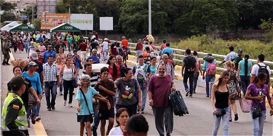 Venezuela y Colombia reactivan comercio con paso de cargas en frontera