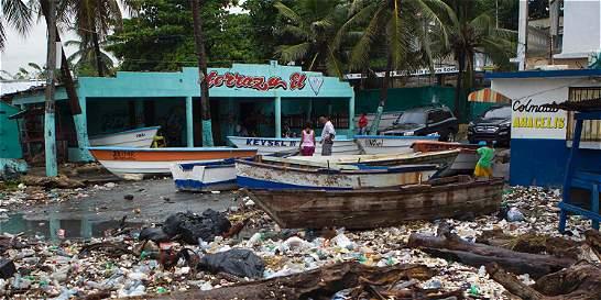 Huracán Matthew toca tierra en Haití con fuerza devastadora