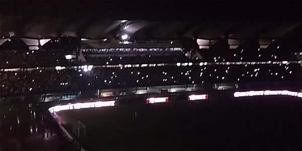 En Venezuela se va la luz hasta en el estadio de su selección