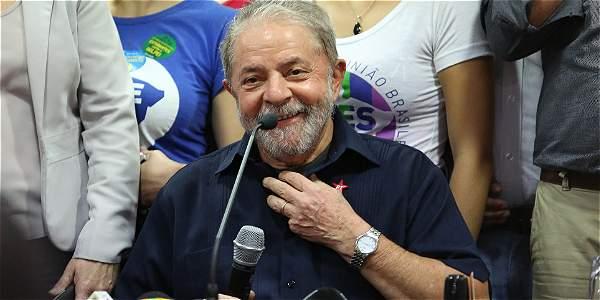 A Lula se le acusa de corrupción y tráfico de influencias.