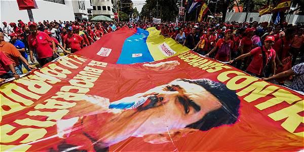 Personas salen a la calle a apoyar el Gobierno de Nicolás Maduro