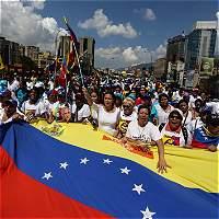Marcha de mujeres exige referendo revocatorio contra Nicolás Maduro