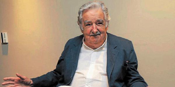 'Pepe' Mujica, hoy senador, aprovechó su visita a México para hablar del libro sobre su vida escrito por los periodistas Andrés Danza y Ernesto Tulbovitz.
