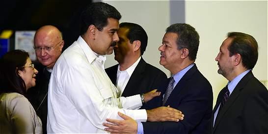 Dividida, oposición venezolana conversa con el gobierno de Maduro