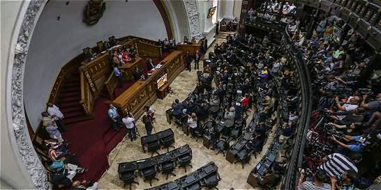 Asamblea de Venezuela aplaza citación a Maduro, será el próximo martes