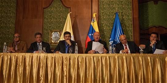 Diálogo de paz en Caracas, con pocos resultados
