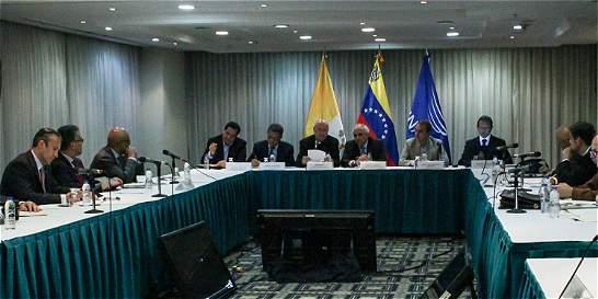 Oposición dice que diálogo con Gobierno de Maduro está 'congelado'